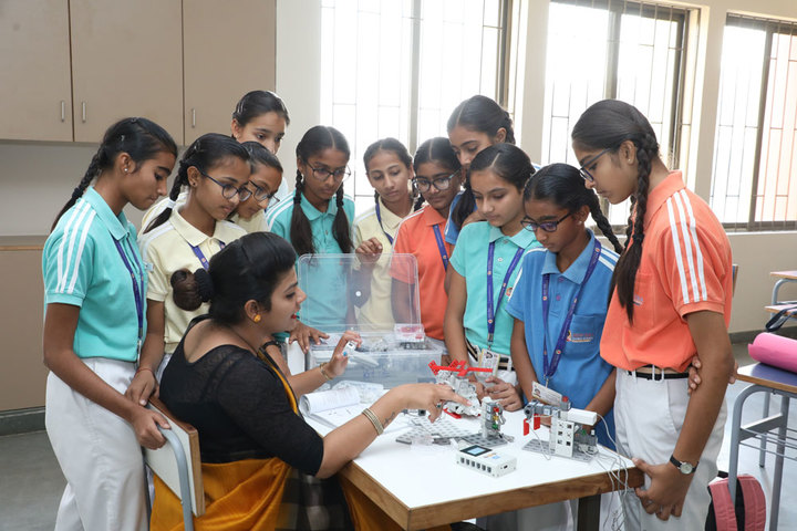 New Era Global School-Robotics