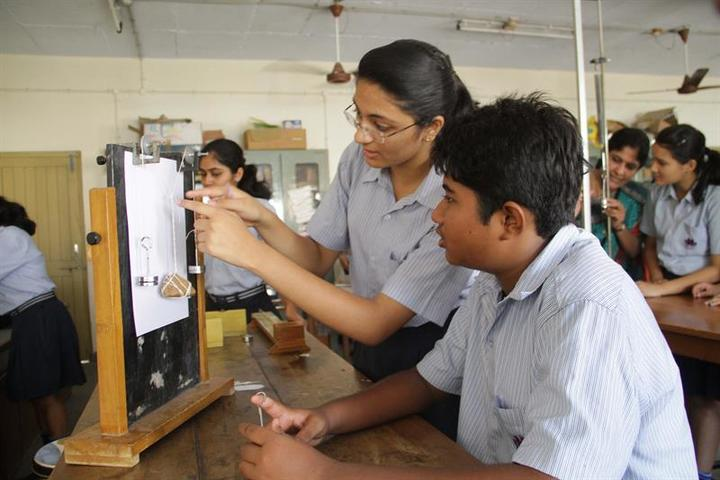 New Era Senior Secondary  School-Physics Lab