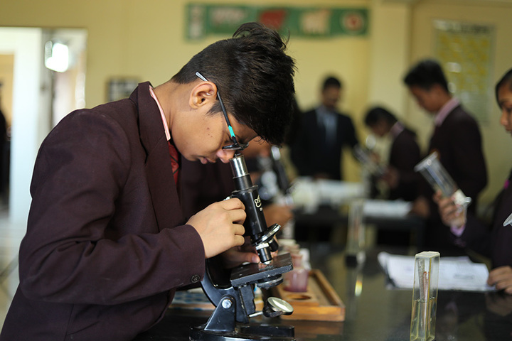 Om Landmark School-Biology Lab