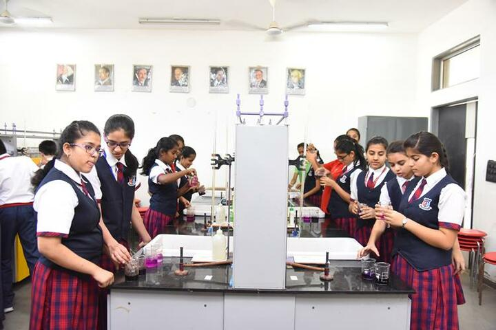 Shanti Asiatic School-Chemistry Lab