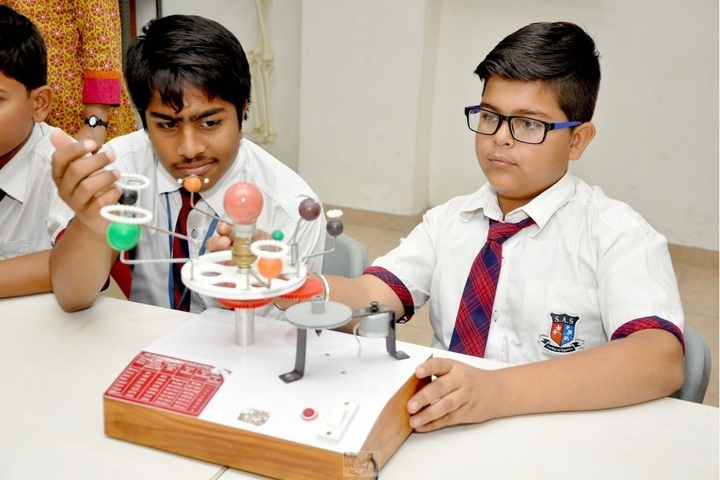 Shanti Asiatic School-Physics Lab