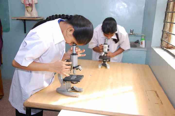 Shree M K Mehta English Medium School-Physics Lab