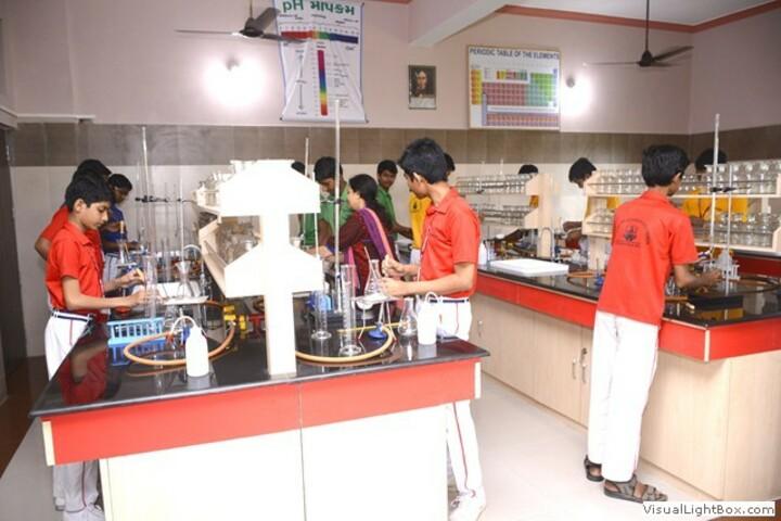 Shree Raj Rajeshwari Vidya Mandir-Laboratory