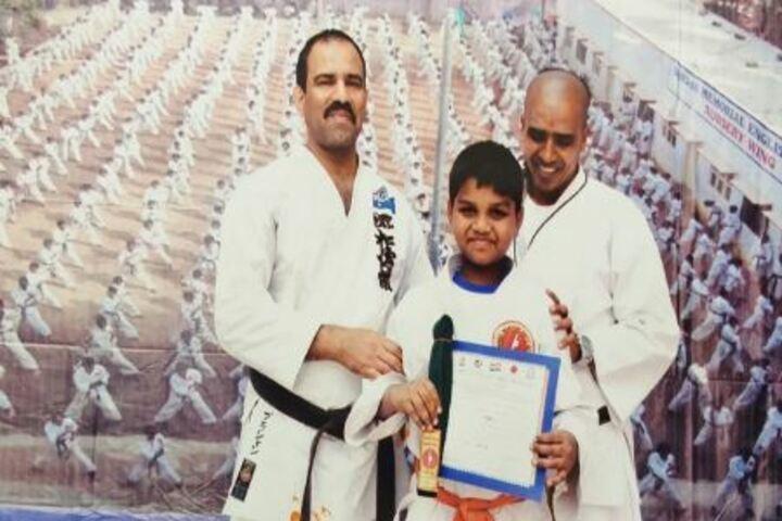 Shree Swaminarayan Gurukul International School-Karate