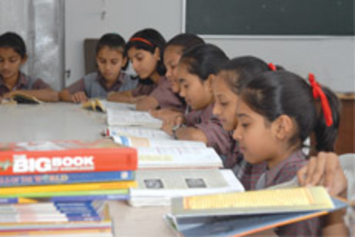 Shree Swaminarayan Public School-Library