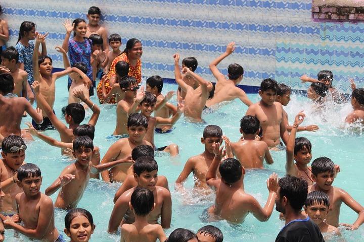 Shri Green Farm English School-Picnic At Water Park