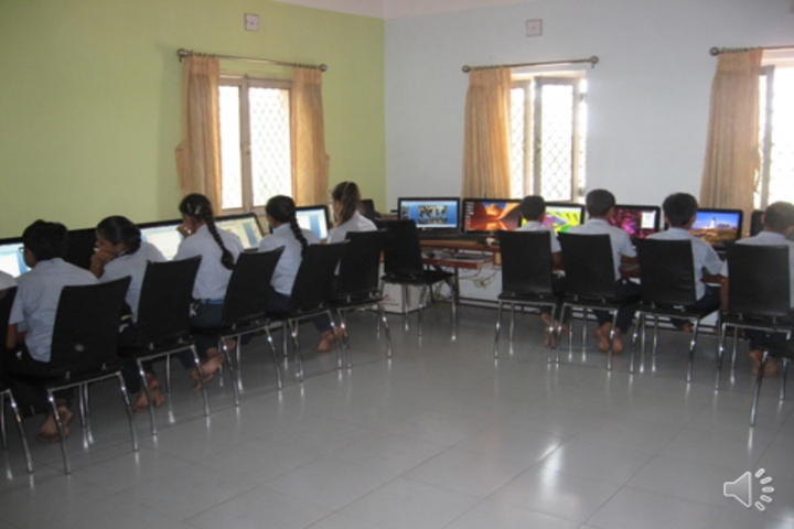 Smt Shardaben Raman Bhai Patel English Med School-Computer Lab