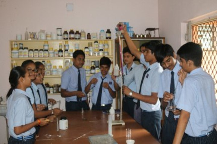 Smt Shardaben Raman Bhai Patel English Med School-Laboratory