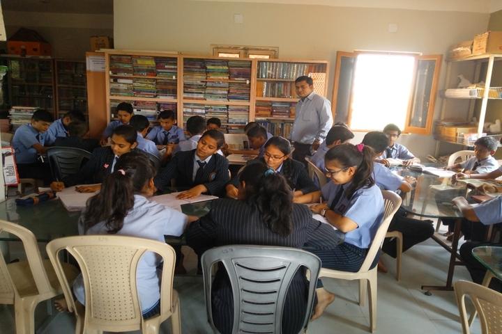 Smt Shardaben Raman Bhai Patel English Med School-Library