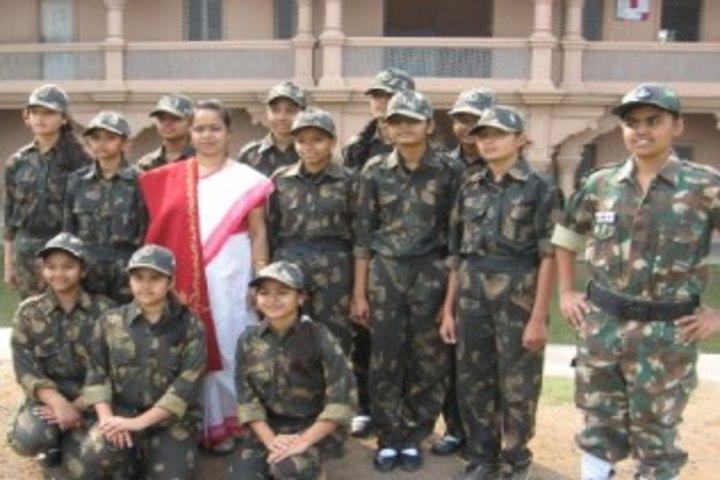 Smt Shardaben Raman Bhai Patel English Med School-Independence Day