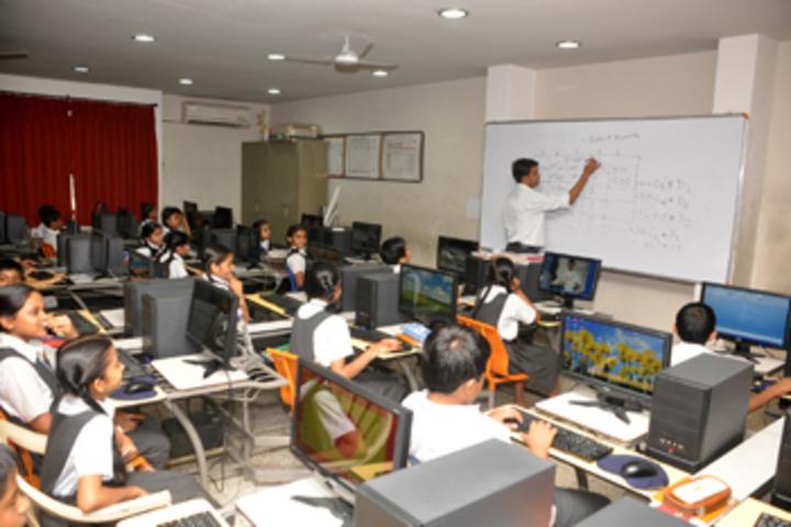 Vallabh Ashrams M G M Amin And V N Savani School-Computer lab