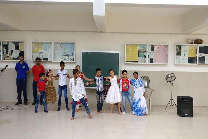 White House Public School-Dancing Activity