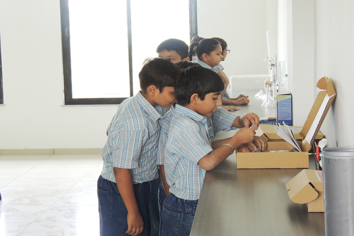 Zebar School For Children-Physics Lab