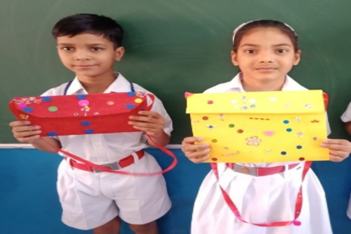 Aggarsain Public School-Gift making