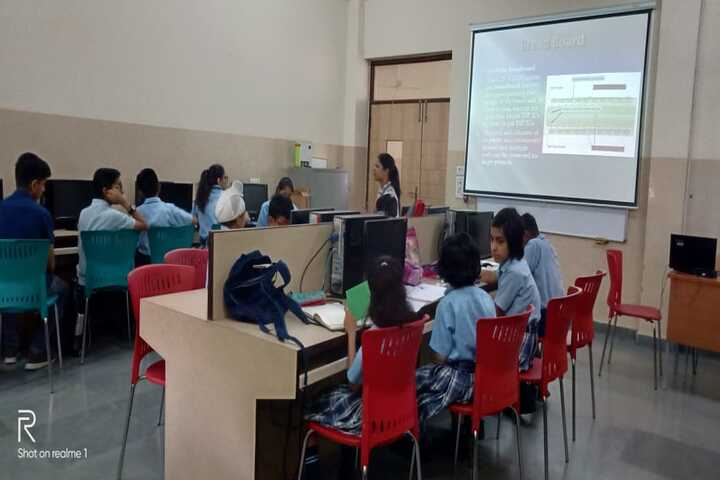 American Montessori Public School-IT Lab