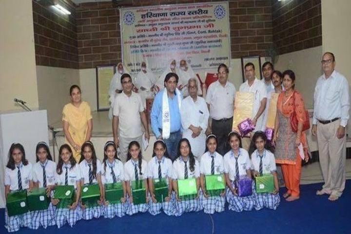 Arya Senior Secondary School-Group Photo