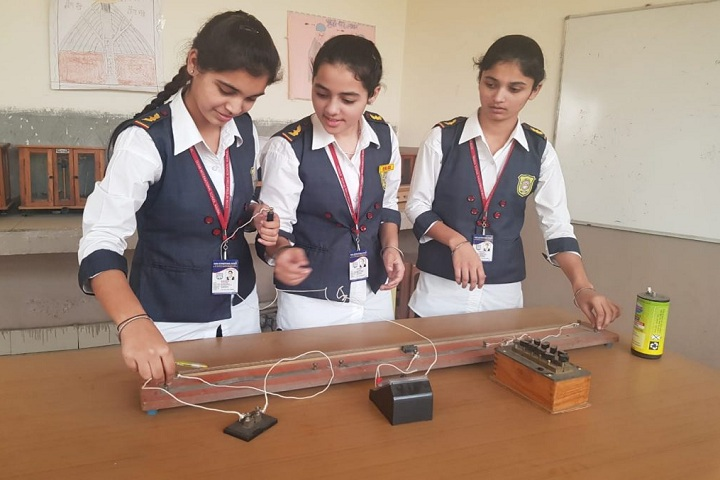 Doon International School-Physics Lab