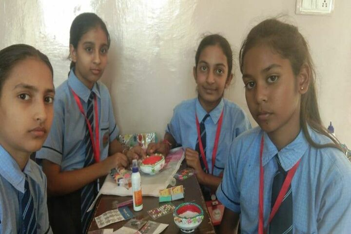 E Max International School-Art And Craft