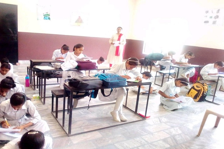 Geeta Senior Secondary School-Classroom with students