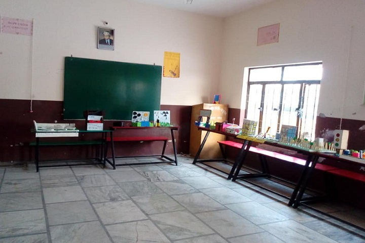 Geeta Senior Secondary School-Activity room