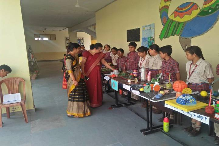 I D Dav Public School-Science Exhibition