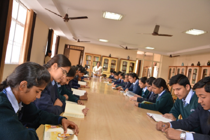 Manohar Lal Saraf Dav Public School-Library
