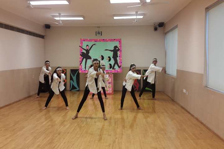 Meenakshi Public School-International Dance Day