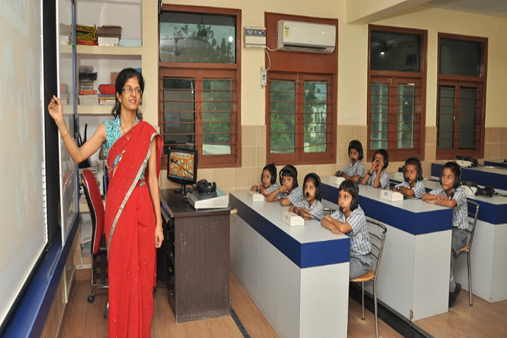 Meenakshi Public School-Language Lab