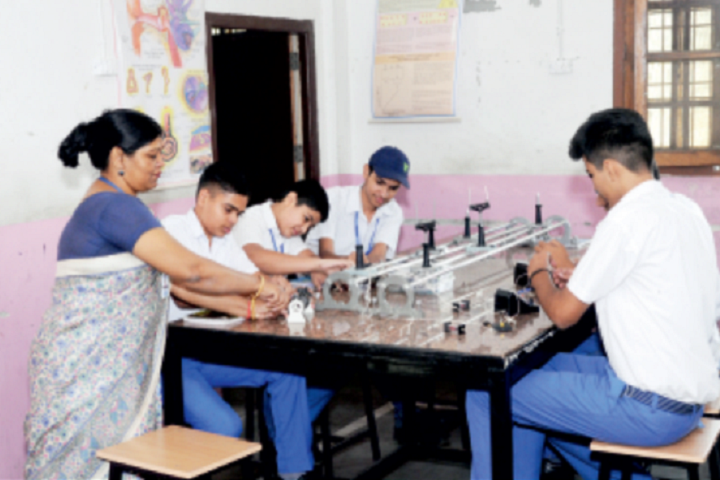 Model School Huda-Physics Lab
