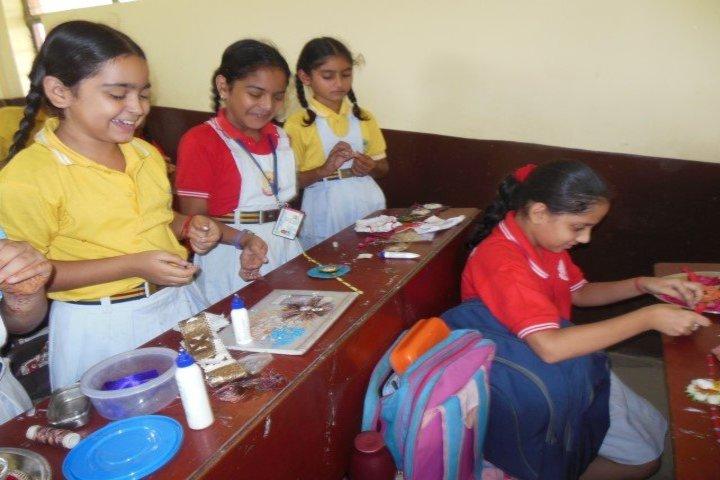 Sant Nischal Singh Public School-Rakhi Making Activity