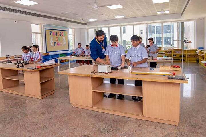 SCJ World Academy-Physics Lab