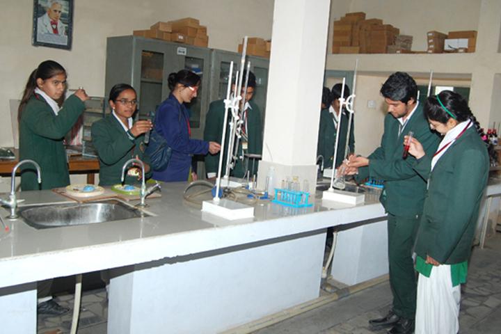 Shri Lajja Ram Bashesar Dass Gurukul Vidyapeeth-Biology Lab