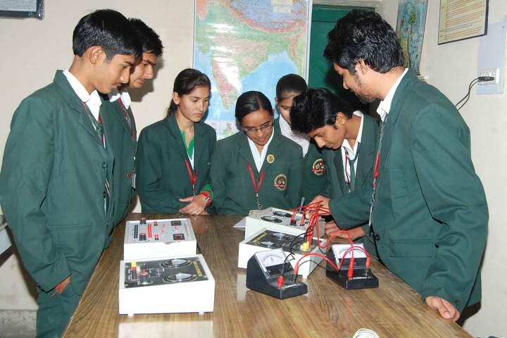 Shri Lajja Ram Bashesar Dass Gurukul Vidyapeeth-Physics Lab