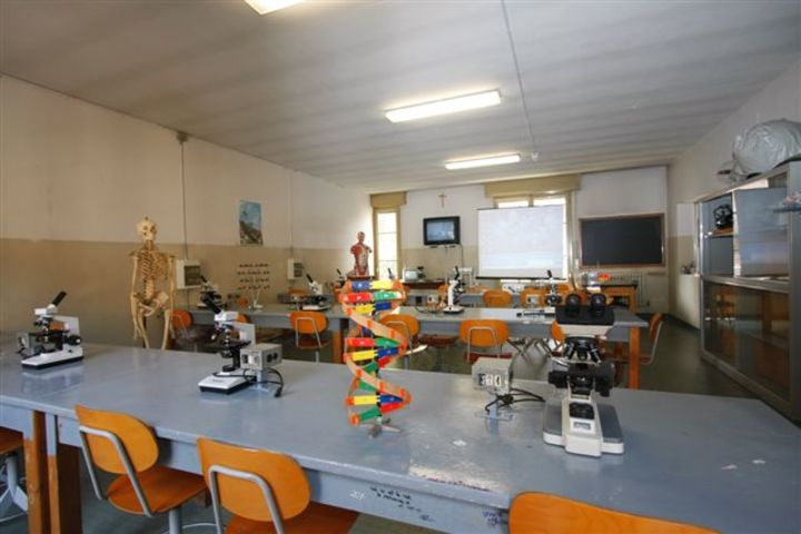 Vaish Public School-Biology Lab
