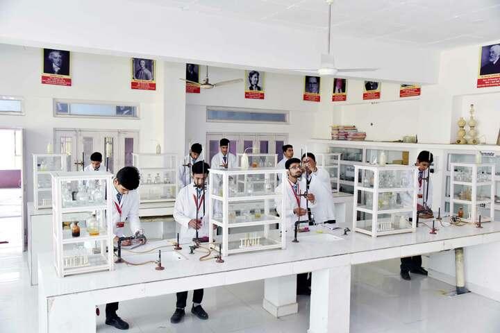 Viveka Nand Bal Mandir Senior Secondary Schoo-Chemistry Lab