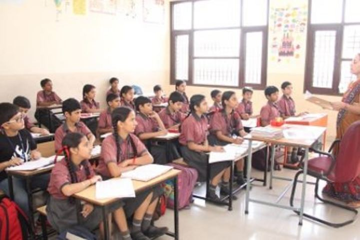 Amravati Vidyalaya-Classroom