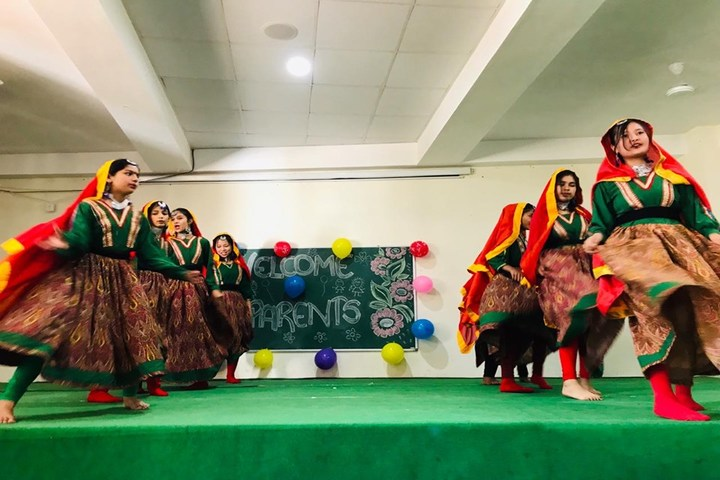 La Montessori School-Performance