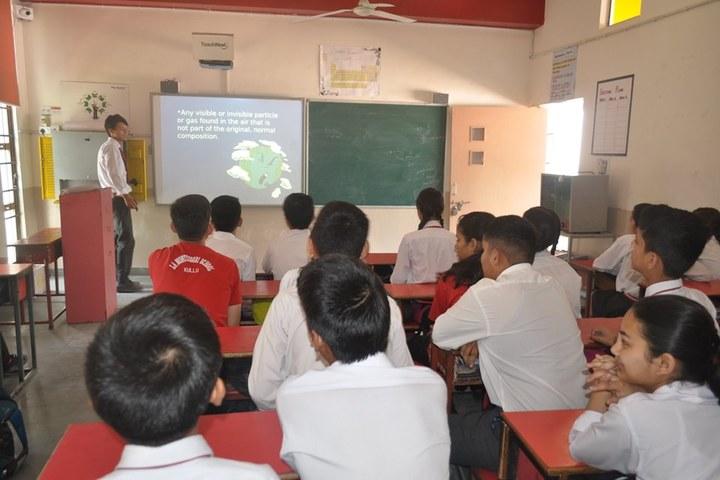 La Montessori School-Smart-Classroom