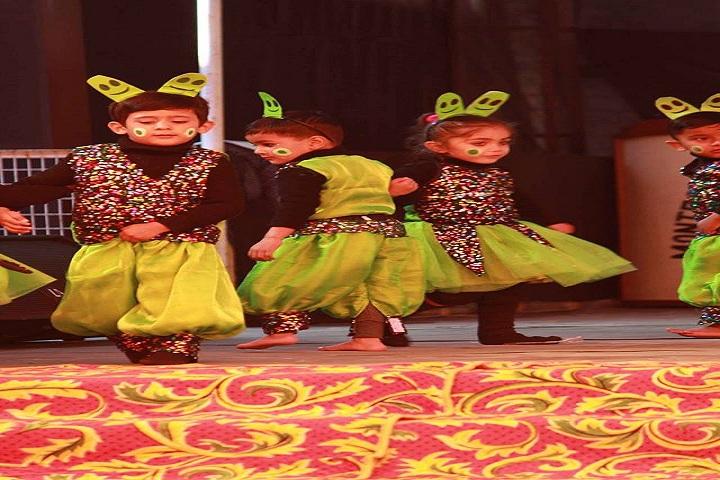 Montessorie Cambridge School-Dance
