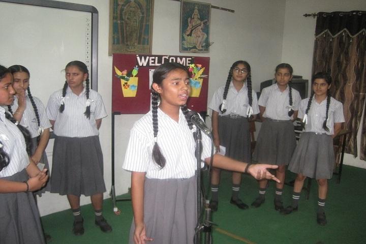 Montessorie Cambridge School-Singing
