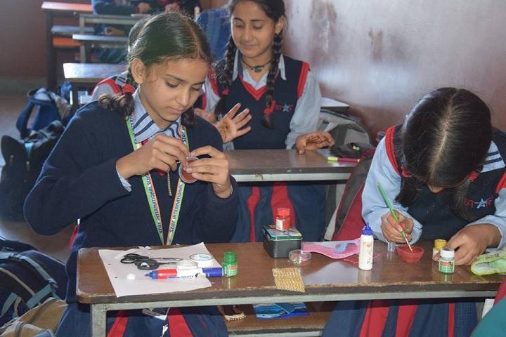 Seven Star Senior Secondary Public School-Arts And Crafts