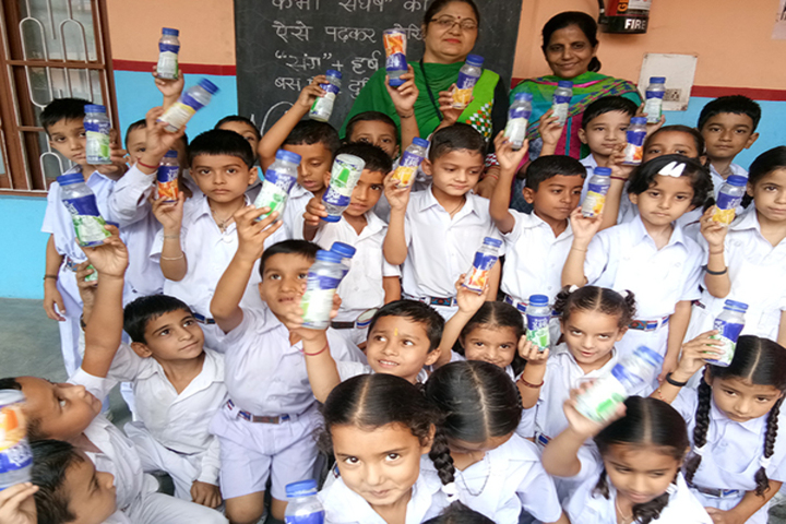 Brahmrishi Bawra Shanti Vidyapeeth School-kids drink