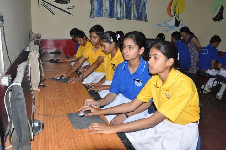 Maharaja Harisingh D A V Centanary Public School-Computer Lab