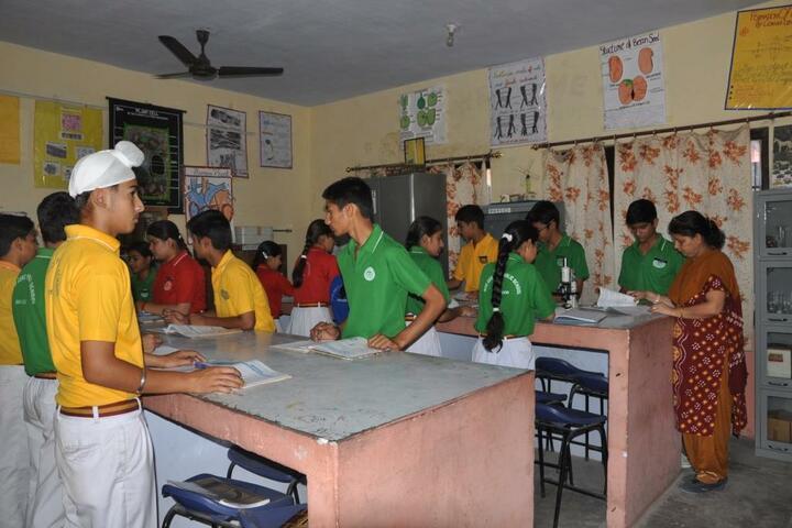 Maharaja Harisingh D A V Centanary Public School-Science Lab