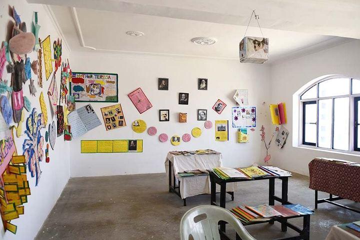 Minto Circle English Medium High School-Craft Work