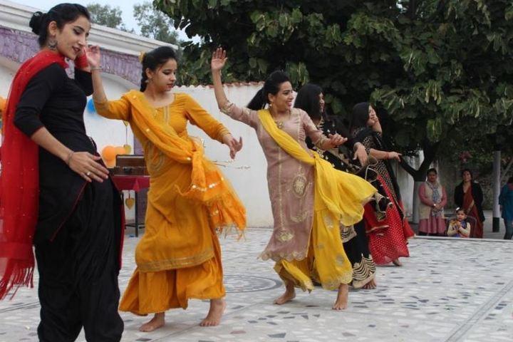 Stephens International Public School-Dancing