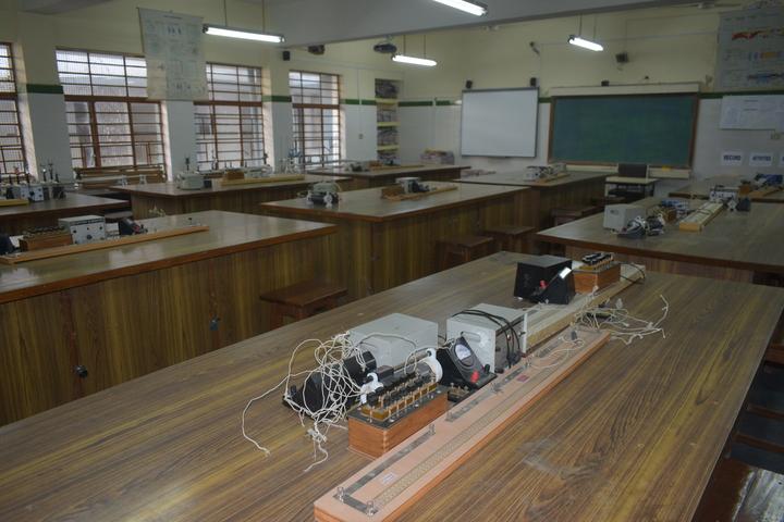 Delhi Public School-Physic-Lab