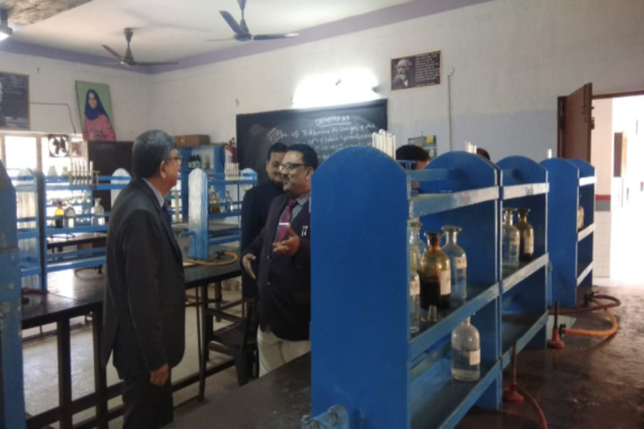 Geeta Devi Dav Public School-Chemistry Lab