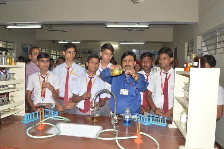Guru Gobind Singh Public School-Chemistry Lab