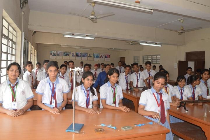 Guru Gobind Singh Public School-Physics Lab